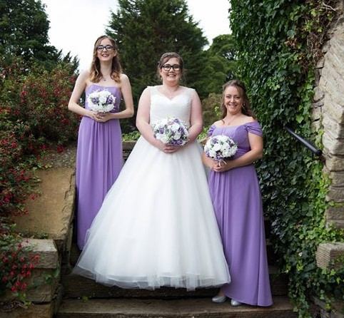 Alice lilac bouquet wedding photo