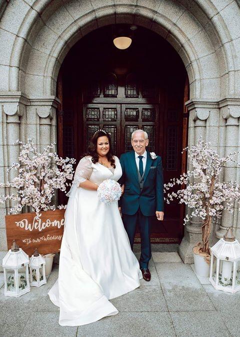 Emma white bouquet wedding photo