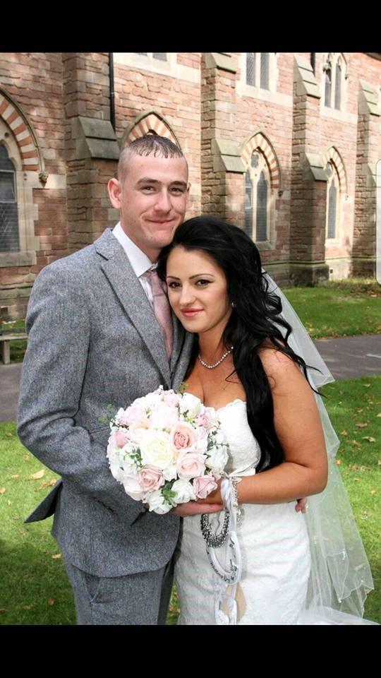 Tarnya wedding photo with pastel bouquet