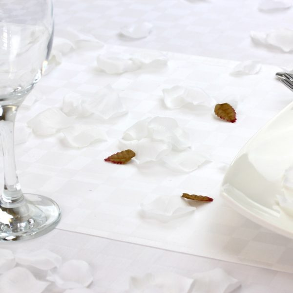 Scatter silk petals white